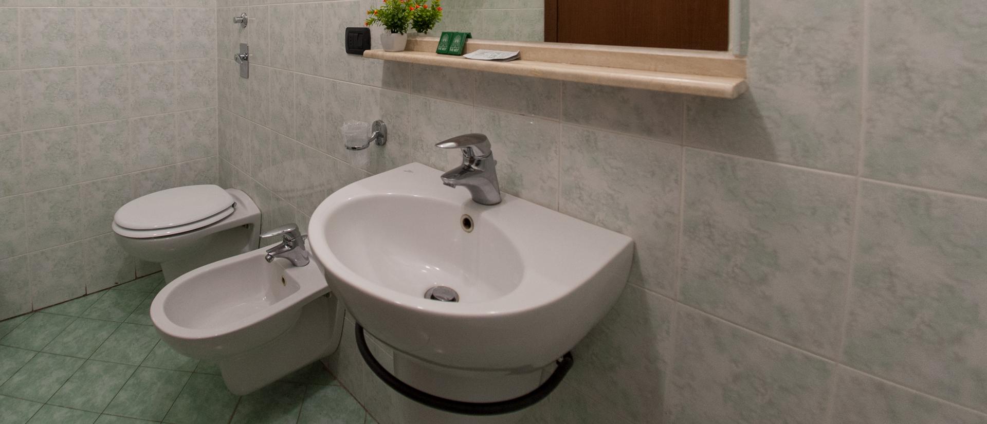 camera-singola-bagno-privato-hotel-milano